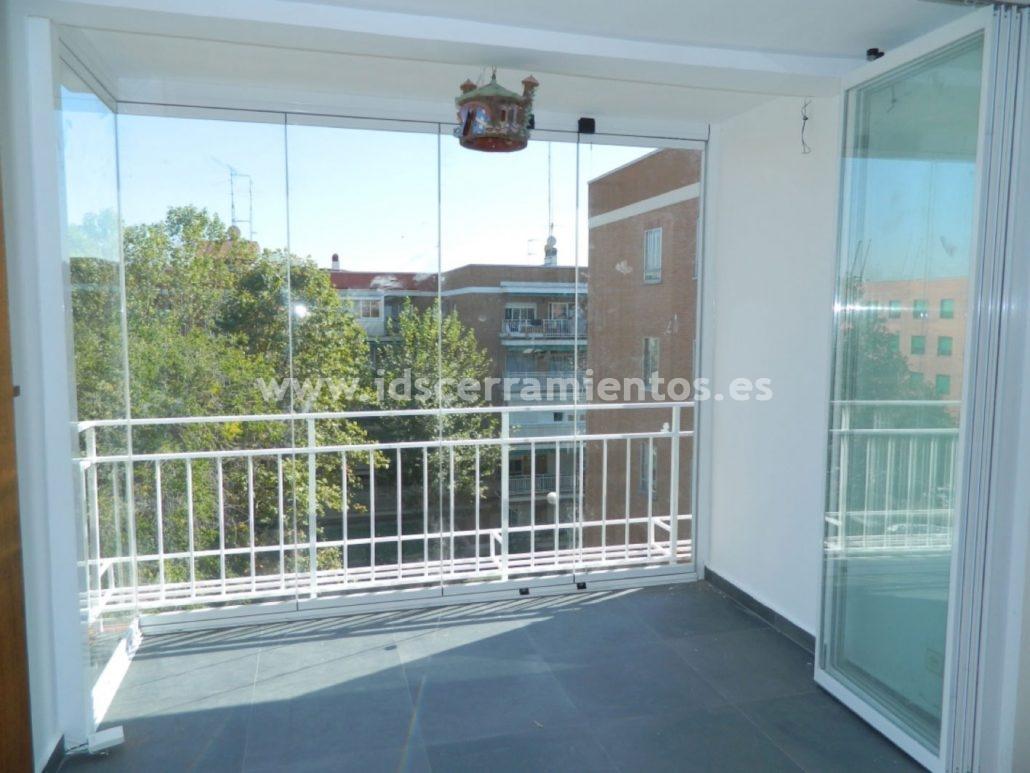 Ids cerramientos m viles cortinas de cristal con perfiles for Cortinas de cristal para terrazas